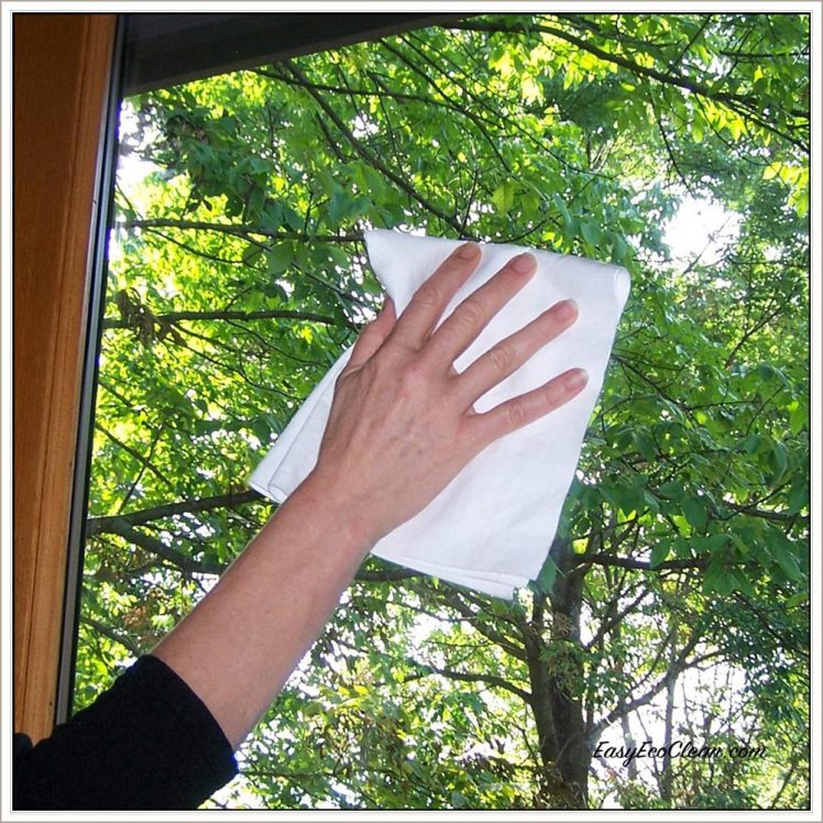 Ultimate Cloth cleans windows streak-free